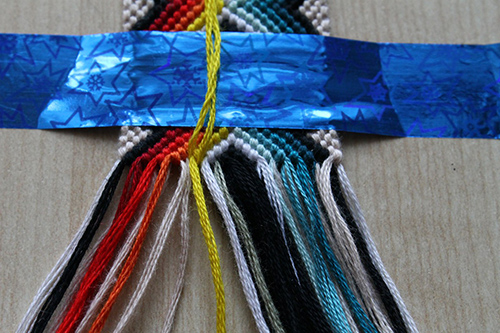 Как заменить нить в косом плетении. Фенечки из мулине. Схемы фенечек. Как плести фенечки