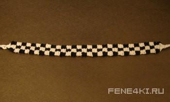 Схема фенечки в шашечку. Фенечки из мулине. Схемы фенечек. Как плести фенечки