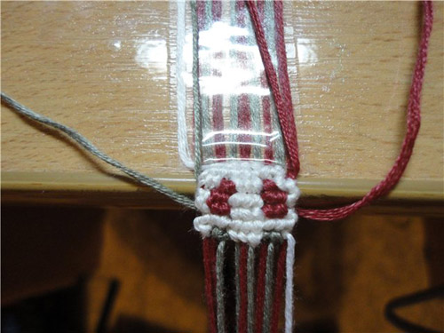 Схема плетения сережек из мулине. Фенечки из мулине. Схемы фенечек. Как плести фенечки